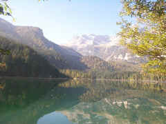 Lago Tovel 3.jpg (44978 byte)